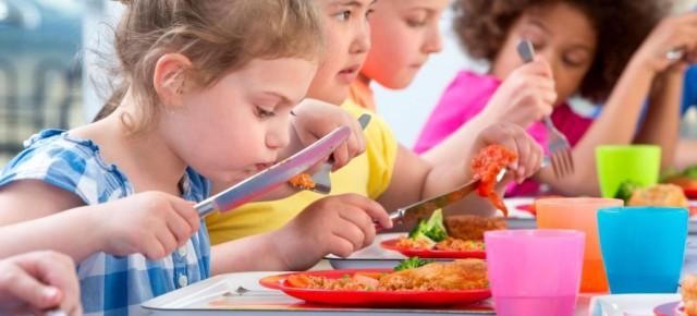 Cantines scolaires: bientôt une alternative végétarienne quotidienne